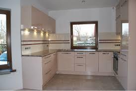 Przestrzeń kuchenna niewielkiego mieszkania w bloku